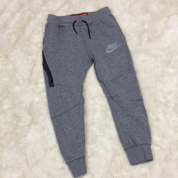 8cb513d3fd15 Nike Boys Tech Fleece Pants. M 5a9d8c8cf9e501ac3863efb0